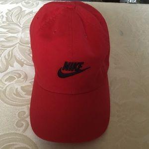 Nike Kids Unisex Red Baseball Cap.